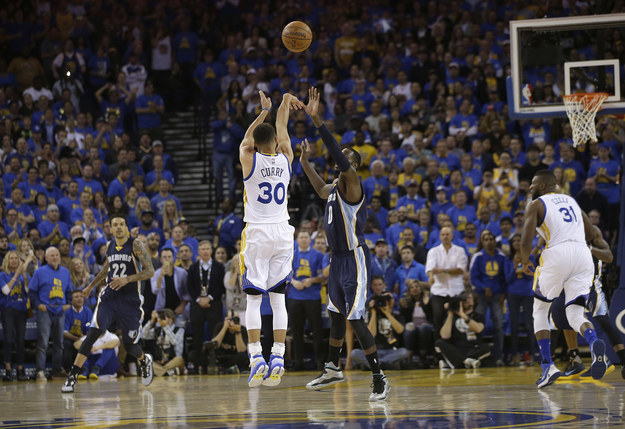 Steph Curry recorded 10 three-pointers in the win over the Grizzlies to finish with 402 threes for the season, demolishing the record he set in the previous season of 286 three-pointers.