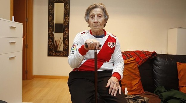 This woman for whom the soccer team Rayo Vallecano paid her rent for life when she was evicted from her home.