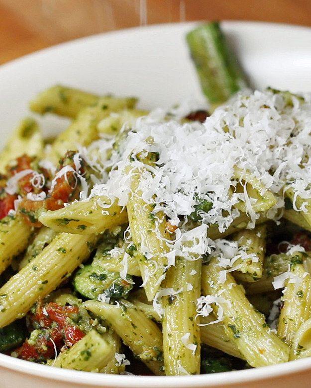 Pesto Asparagus and Sun-Dried Tomato Pasta