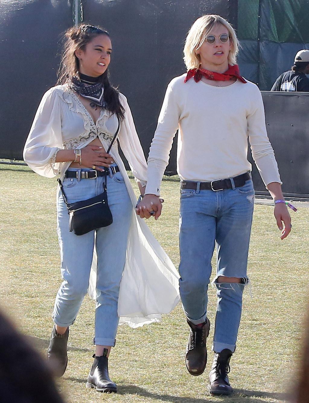 who is ross from r5 dating Born on december 29, 1995, ross lynch is an american singer, actor and songwriter known for being a founding member of the pop rock band r5, he is also.