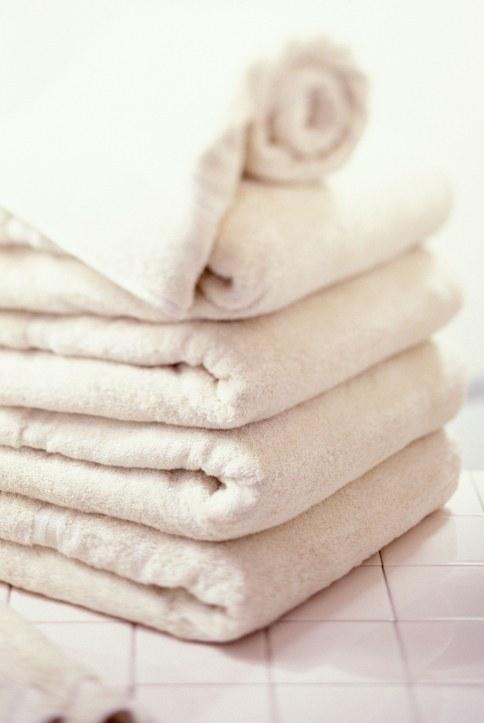 Junta todas las toallas de tu casa y mételas en la lavadora.