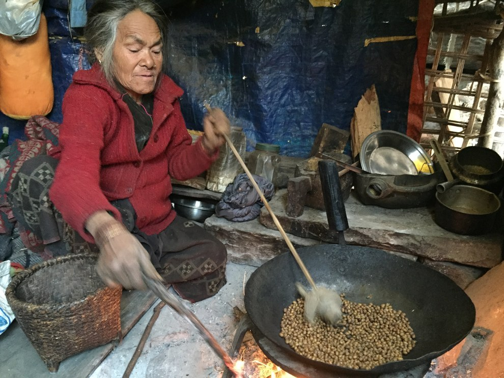 Orni Gurung is 62 years old. After her home was destroyed by the earthquake, she came to live with her daughter in the hamlet of Antar Besi, where she takes care of her grandchildren.
