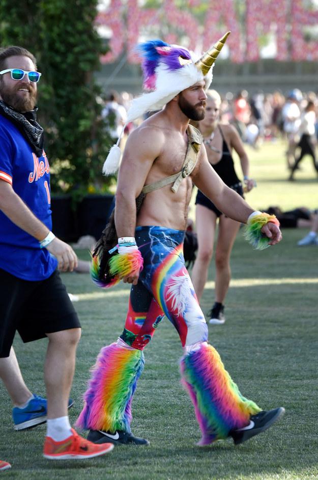 La gente que va disfrazada a Coachella.