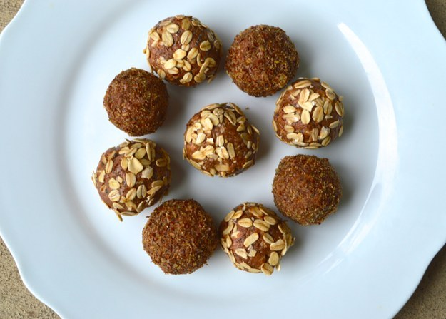 Almond Oat Breakfast Bites