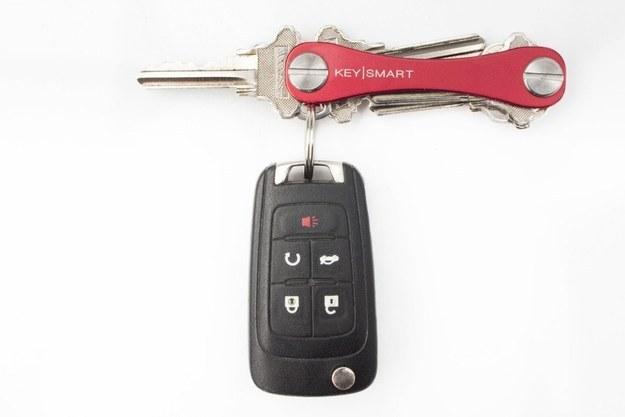Conserva todas tus llaves en el mismo lugar con este loco guardador de llaves ($21).