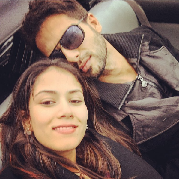 Shahid Kapoor was being adorbs with his wife Mira Rajput.