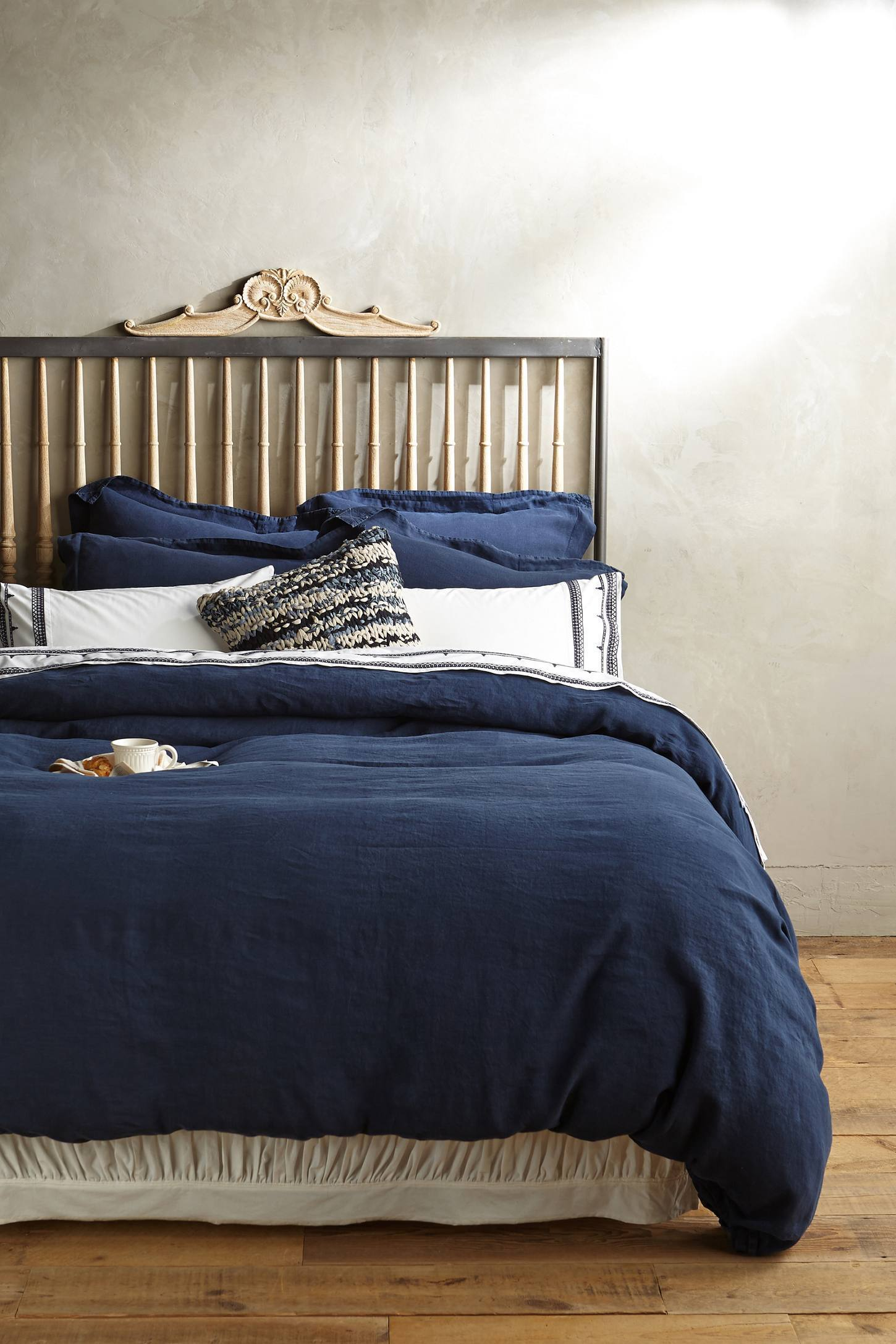how to furnish a small bedroom 23 ways to decorate your bedroom if you the color blue 20581