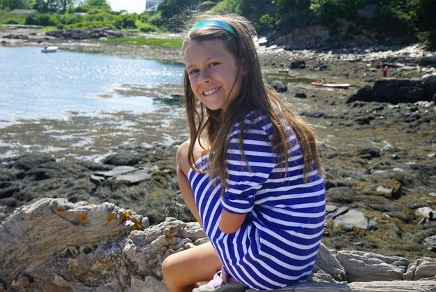 Jordan Reeves, une courageuse jeune fille de 10 ans originaire de Columbia dans le Missouri (États-Unis), est née avec le bras gauche qui s'arrête au niveau de son humérus, ou juste au-dessus de son coude.