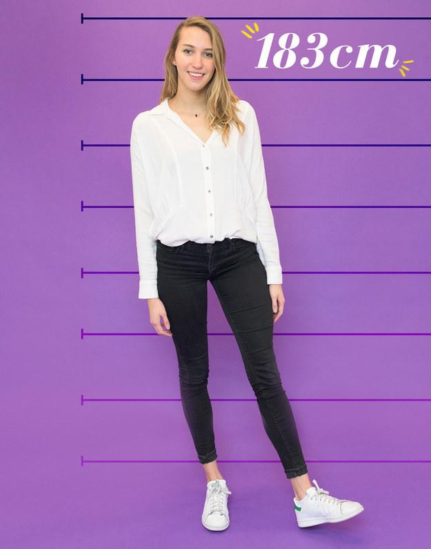 Caroline mide 183 cm, sale con hombres y está cansada de que su altura sea objeto de debate.