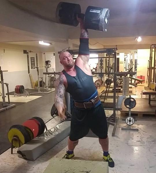 Björnsson é fisioculturista profissional e tem uma dieta maluca, e é só um pouco assustador.