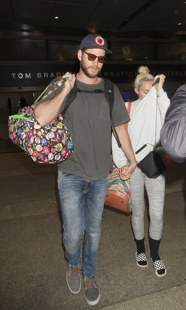 Because we live in a beautiful world, Miley Cyrus and Liam Hemsworth have been spotted holding hands in Los Angeles.