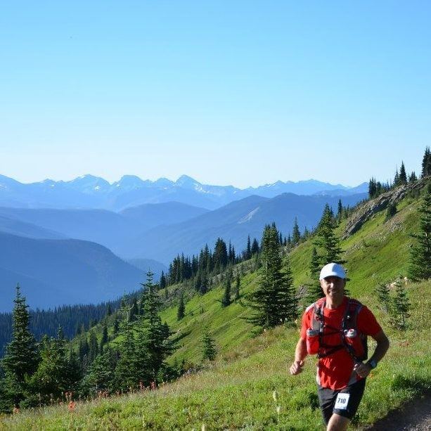 Este é Reid Roberts. Ele é professor de educação física e tem 46 anos de idade. Mora em Prince George, British Columbia. Reid também é um ávido corredor de trilha.