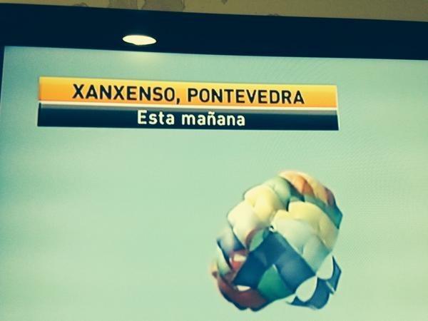 Cuando tuvieron que escribir Sanxenxo y simplemente compraron consonante y la que salió.