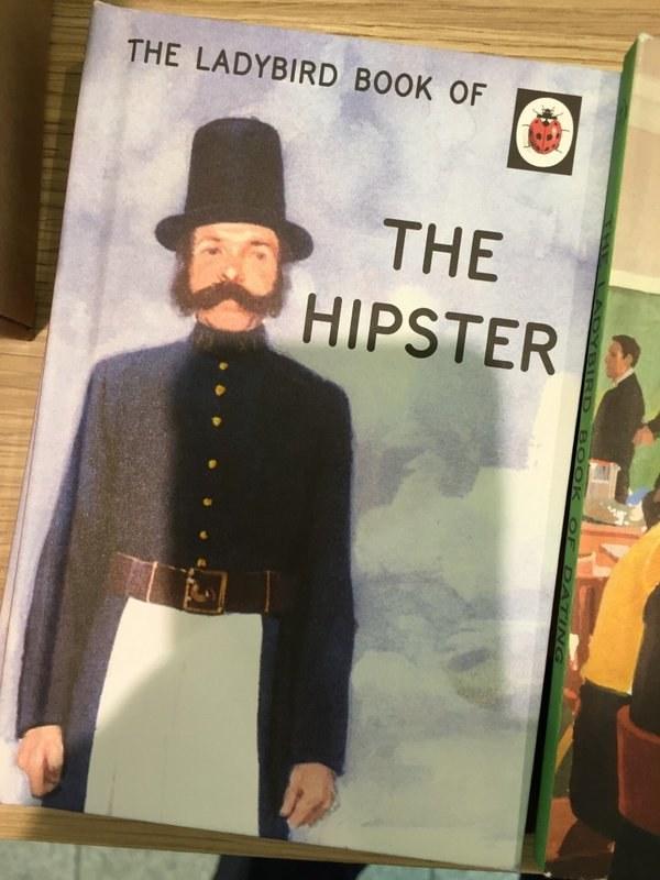 Este irónico, antiguo y nostálgico libro que habla sobre ser hipster.