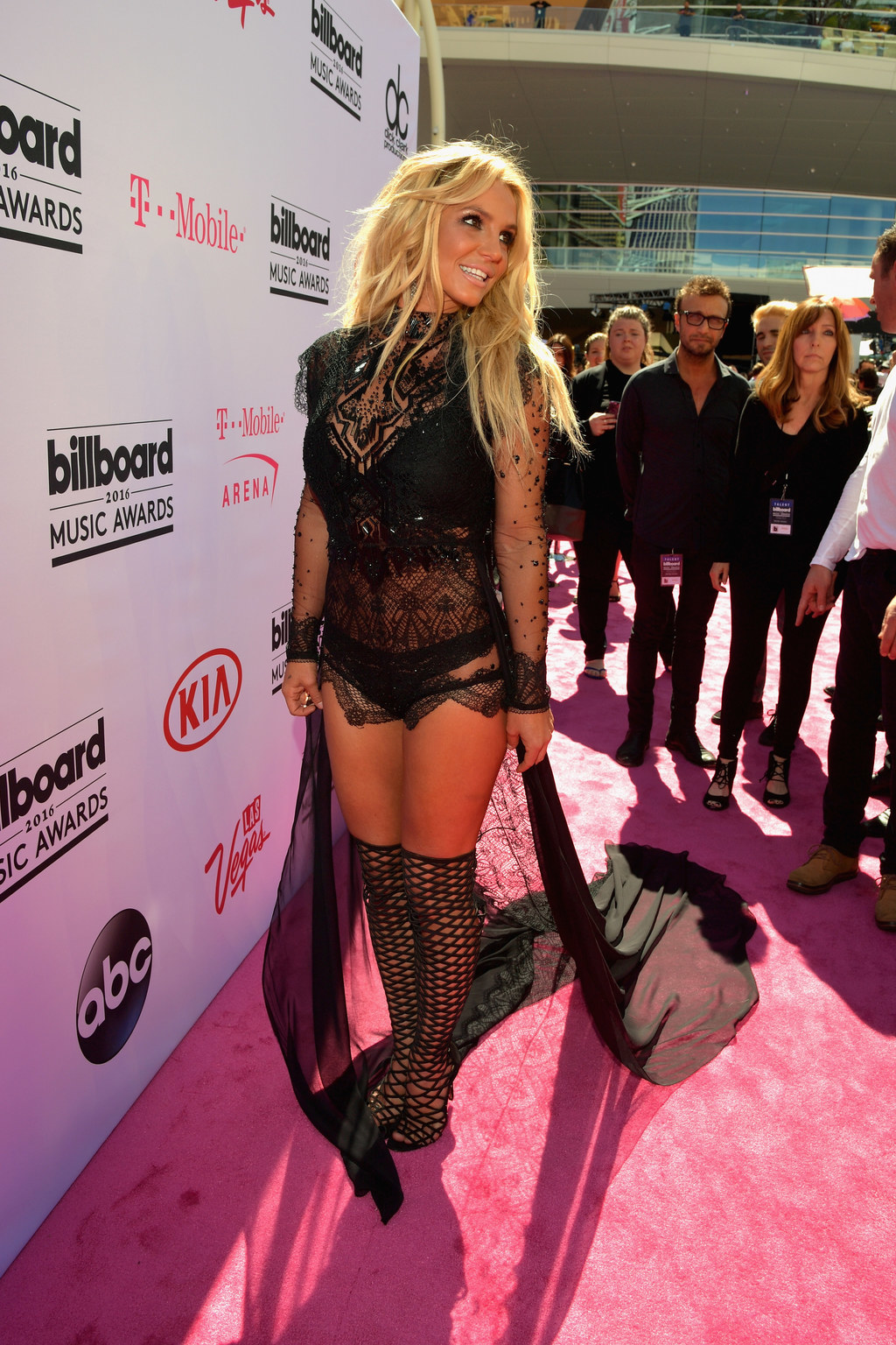 Britney Spears Arrived At The BBMAs With Zero Flaws