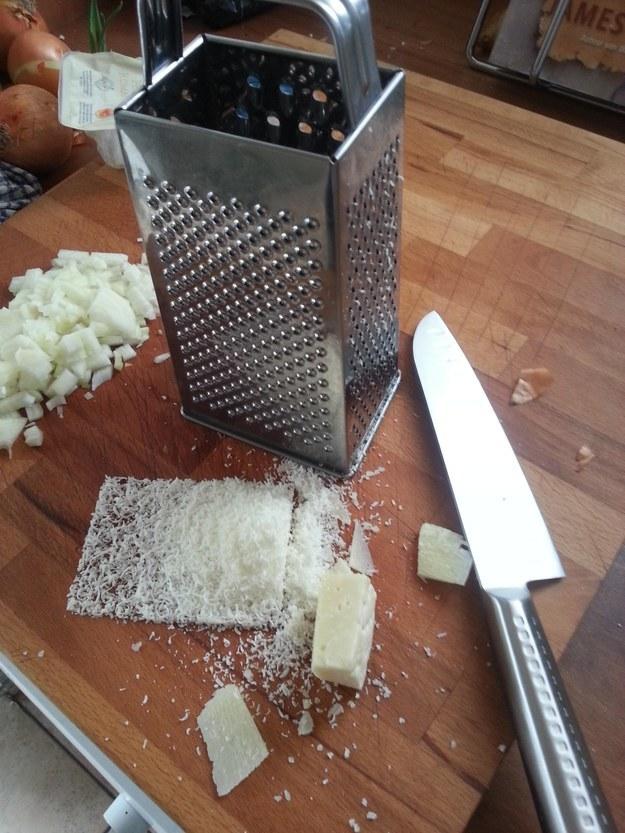 Este queso recién rallado.