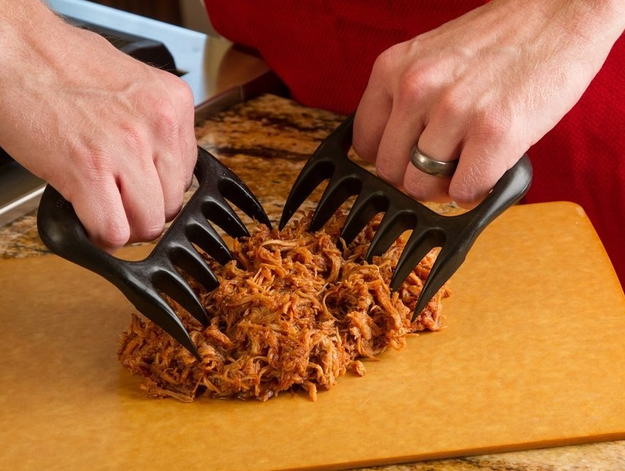 Garras para ayudarte a desgarrar la carne como los osos.