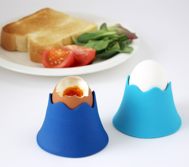 Cups to transform eggs into miniature versions of Mt. Fuji.