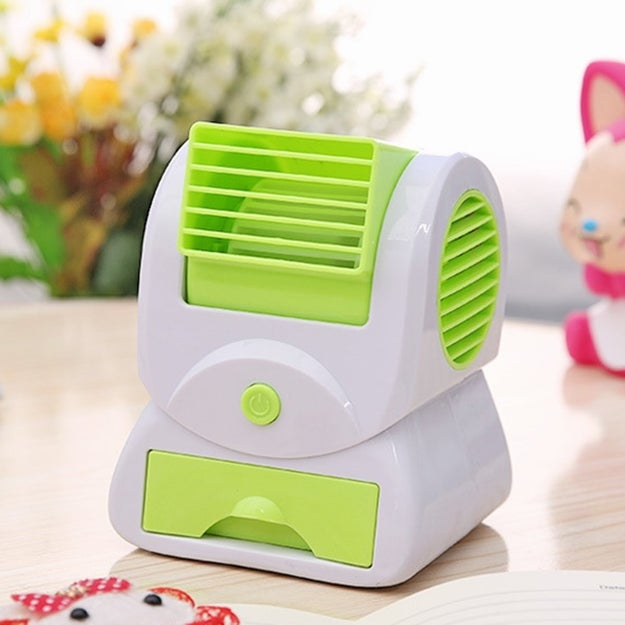 A mini air conditioner that plugs in via USB.