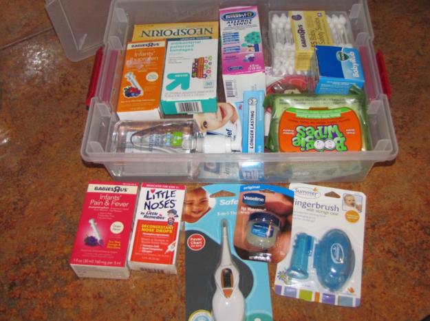 """De hecho, es una buena idea juntar un """"kit de primeros auxilios para recién nacidos"""" antes de que llegue el bebé."""