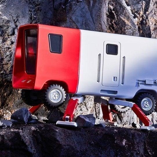 マウンテン・クライマー:ASIMOの歩行を応用させ、山道でも移動できるようにした自動車
