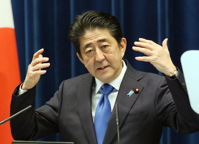 記者会見する安倍晋三首相=6月1日、首相官邸