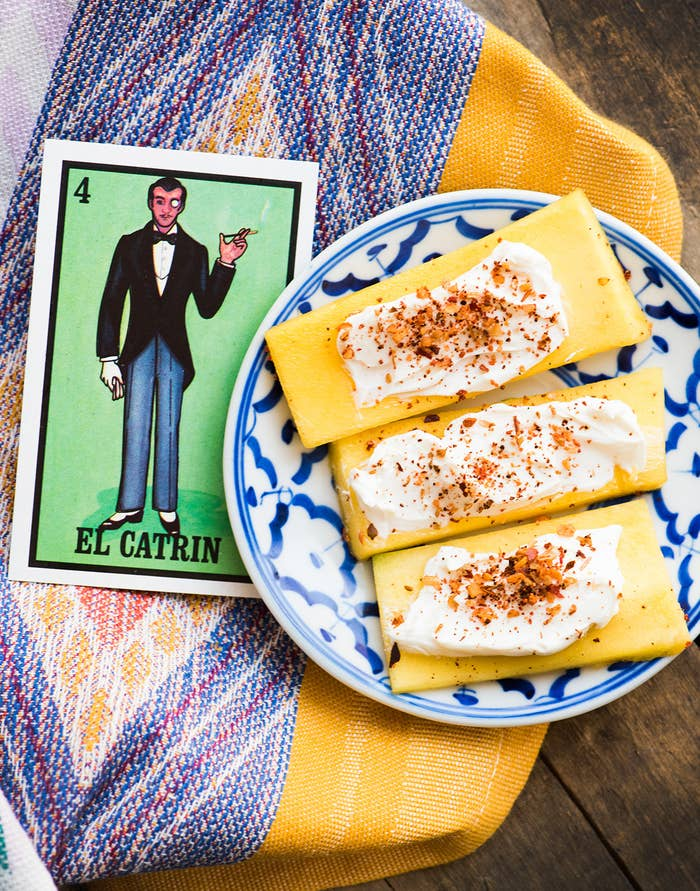 No need to wear a tux to eat this fancy mango concoction, but we'll leave that up to you. * 3 slices mango (¼-inch thick)* 1 Tbsp. Philadelphia® Original Cream Cheese Spread* ⅛ tsp. chili-lime seasoning