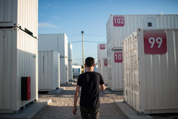 Los niños que viven en campos de refugiados como los de Calais y Dunkirk están expuestos a la explotación sexual, los abusos y el tráfico de personas a diario, advierte un nuevo estudio de Unicef.