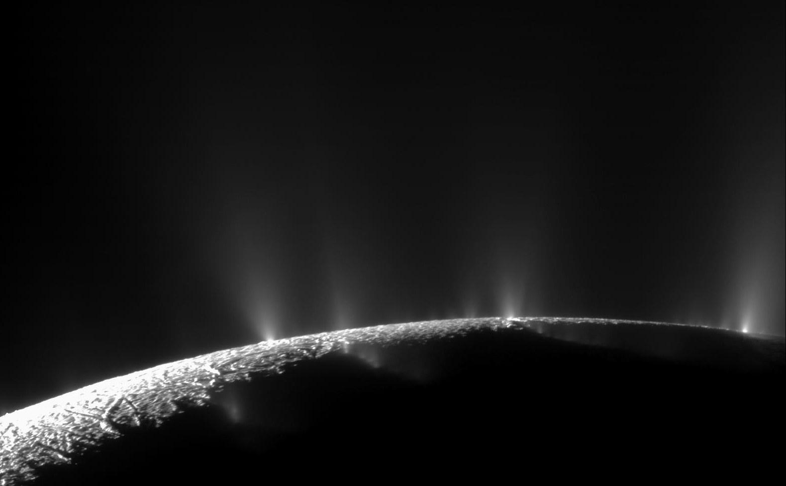 2. Geysire auf Enceladus.