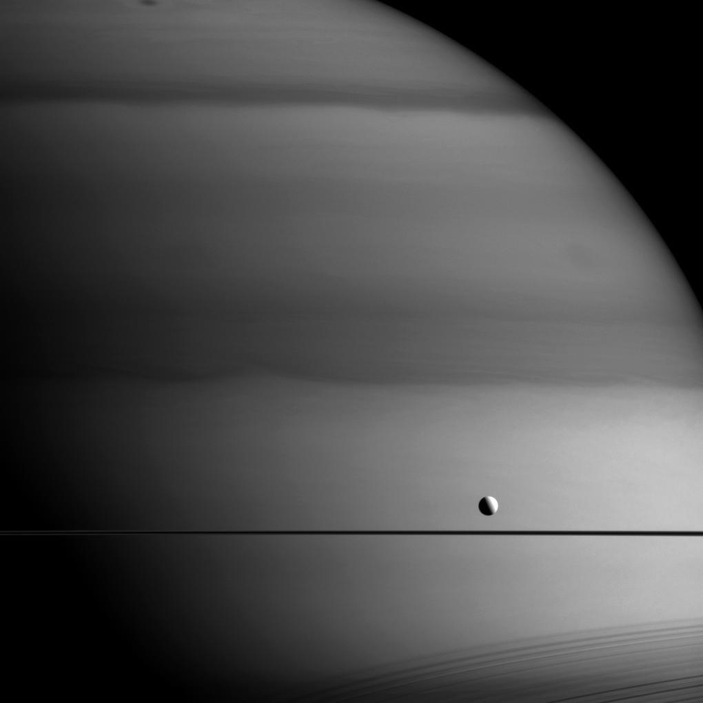 15. Noch ein Blick auf Dione.