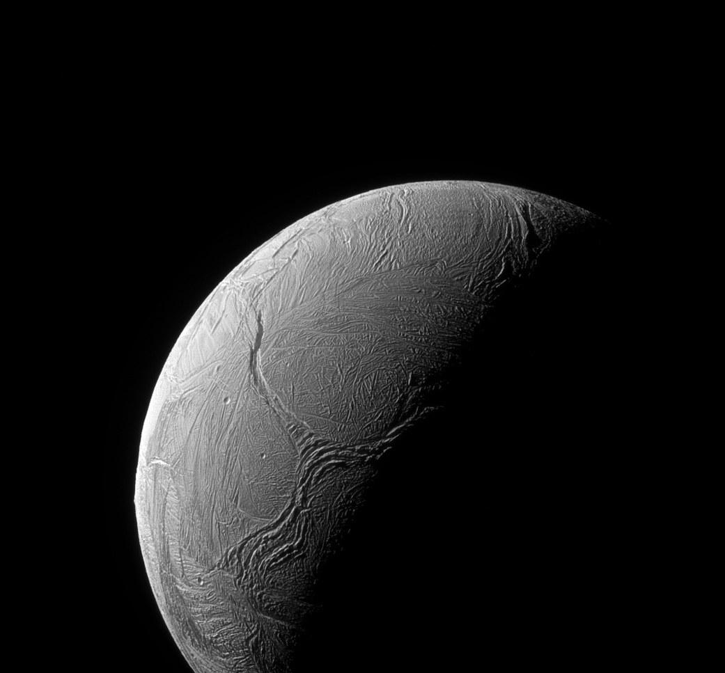 13. Risse im Eis von Enceladus.