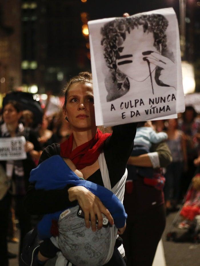 O estupro coletivo de uma adolescente no Rio inflamou uma onda de protestos pelo Brasil.