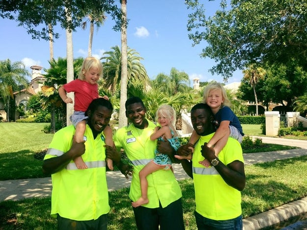 Meet the cutest best friends there have ever been: these 2-year-old triplets and their garbage collectors.