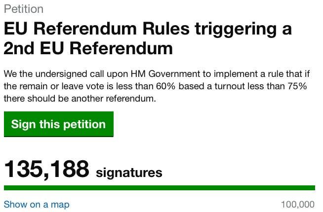 """Não há necessidade da realização de um segundo referendo antes da saída do Reino Unido do bloco. Tanto os partidários da Saída quanto os da Permanência já haviam dito que acatariam o resultado do referendo e que """"sair quer dizer sair"""". Os líderes da UE também já deixaram claro que gostariam que o Reino Unido saísse do bloco o mais cedo possível.Apesar da petição por um segundo referendo no site do gabinete do primeiro-ministro já ter atingido o mínimo necessário (100.000 assinaturas) para que possa ser debatido pelo parlamento, não há nenhuma chance real de que a matéria entre em votação agora.Porém, não é impossível que aconteça um segundo referendo. O processo de saída levará alguns anos e pode haver uma mudança no governo com o tempo. Também não há um consenso entre os diferentes políticos """"pró-Saída"""" sobre como deve ocorrer o abandono do bloco.Caso haja mudanças no governo, a economia passe por dificuldades e a decisão sobre a saída torne-se impopular, é possível que o futuro primeiro-ministro tente convocar um segundo referendo para evitar a saída. Contudo, caso o artigo 50 seja utilizado (veja abaixo), isso não será mais possível."""