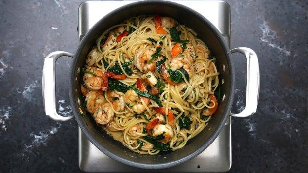 This One-Pot Lemon Garlic Shrimp Pasta Will Make Your Dinner