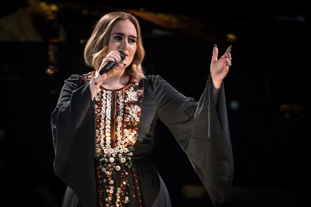 """150,000 People Sang """"Someone Like You"""" With Adele At Glastonbury And It Will Give You The Chills"""