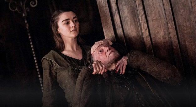 Arya volvió a Westeros para preparar unos pasteles de Frey.