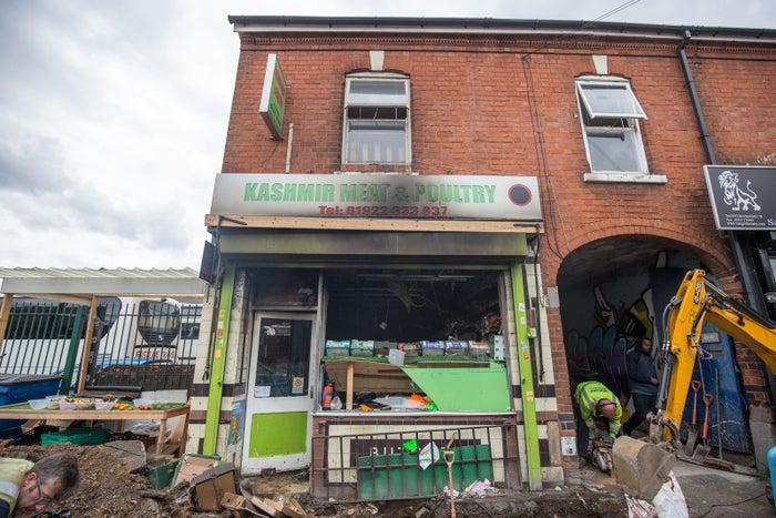 Kashmir Meat & Poultry à Walsall, dans les Midlands de l'Ouest, ayant subi une attaque au cocktail Molotov.