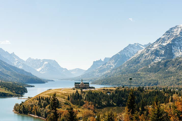 Wake up lakeside when you stay at the iconic Prince of Wales Hotel, just north of Montana's Glacier National Park. With all the extreme extravagance and luxury this place has to offer, you'll surely wake up feeling like royalty.