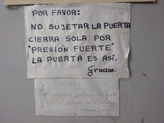 Esta puerta parece tener un carácter fuerte, pero así hay que quererla. Como Carmen Salinas.