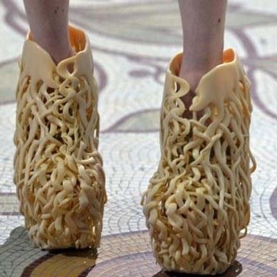 Olviden lo que acabo de decir, estos zapatos se llevan las palmas.