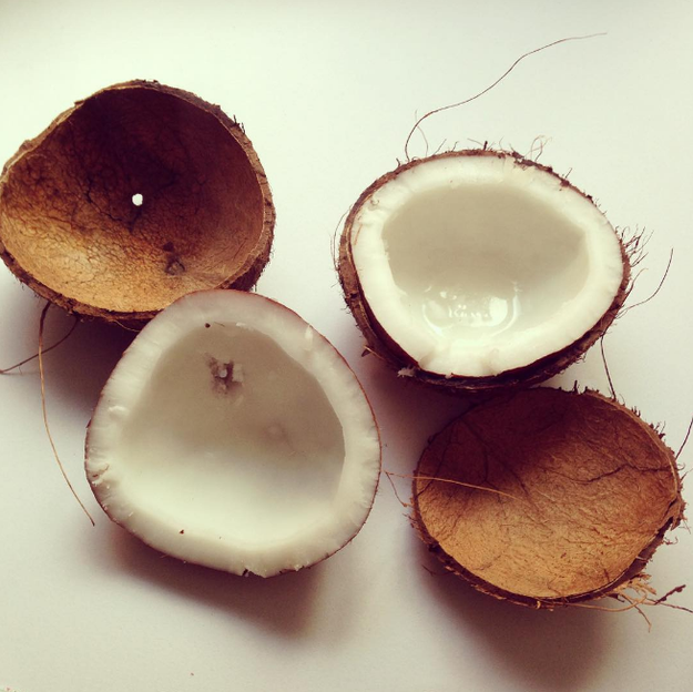 Abre un coco duro con tan sólo colocarlo 15 minutos en el horno a temperatura baja.