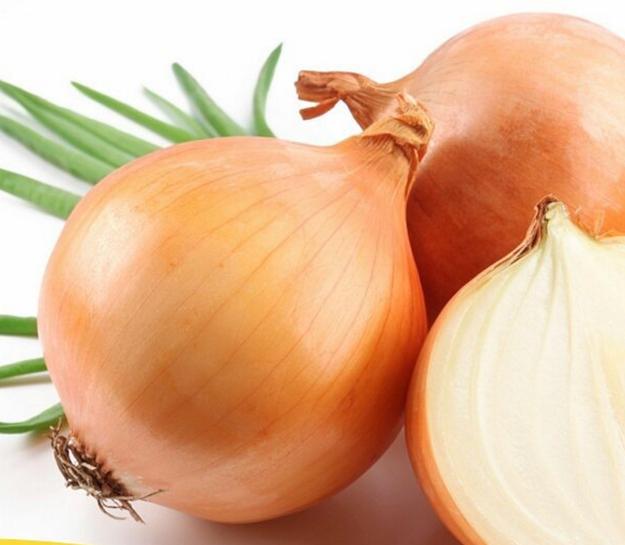 Mantén fresca la cebolla una vez que la partas con un poco de mantequilla.
