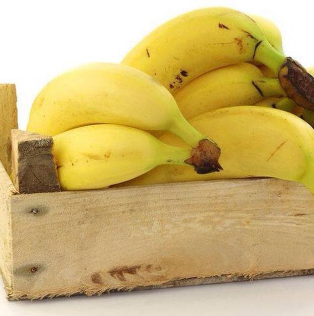 Solo necesitas de una bolsa de plástico y medio limón para que tus plátanos duren el doble.
