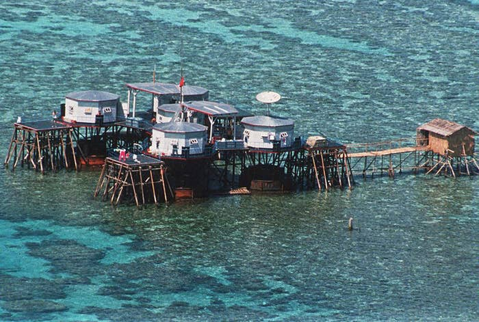 Chinese structures in Mischief Reef, 1995.
