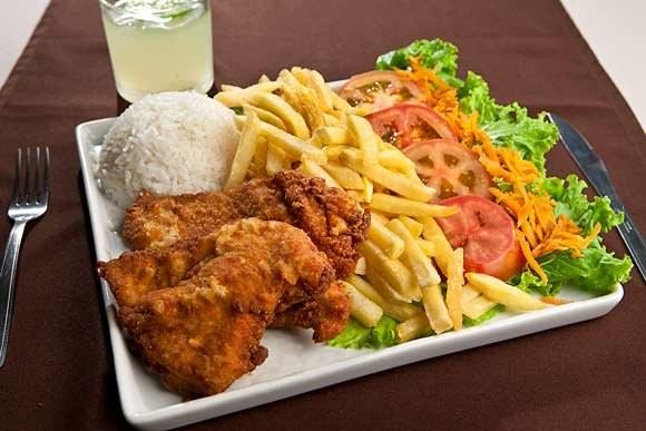 Você é mestre em combinar em seu prato coisas como: frango, salada e batata frita.