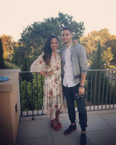 🚨 ATTENTION, EVERYONE! 🚨 The Curry family just got home from vacation in Hawaii and you've got to see the pictures.