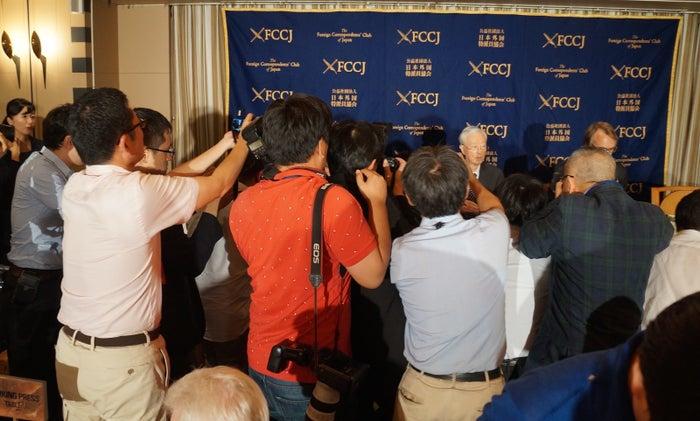 カメラマンが押しかけた田久保会長の会見