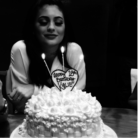 We Tasted The Cakes The Kardashians Are Always Posting On Instagram