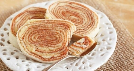 May Pernambuco be eternally celebrated for this delightful contribution to the culinary world! A triumph of sugar and butter filled with guava paste. It's preparation requires a lot of work and skill, but if you want to give it a go, here's a recipe.